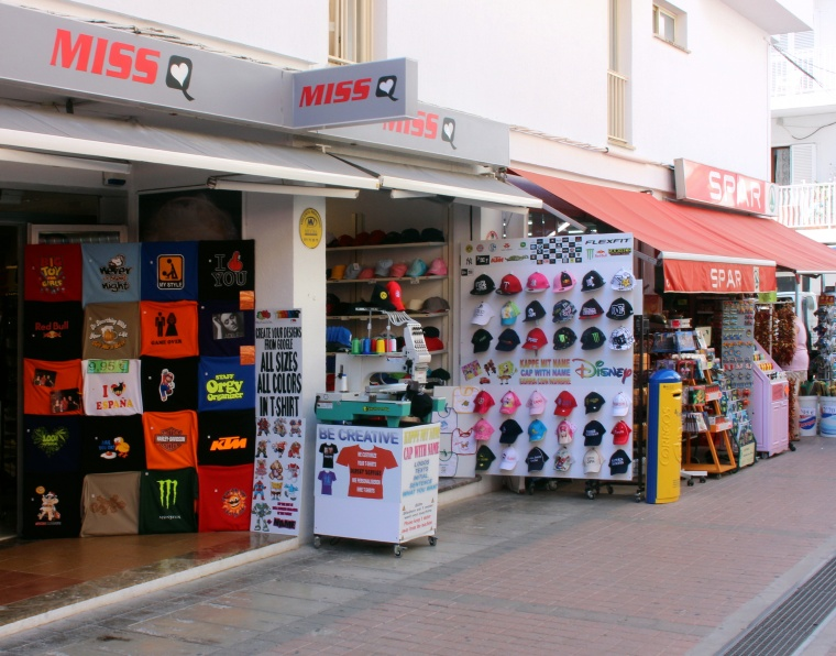 305_Laden_fuer_Textilien_in_Cala_Millor